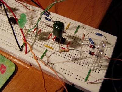 Lo stesso circuito (penso) con un layout più chiaro.