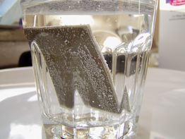 La scheda immersa nell'acqua bollente