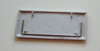 Dettaglio di uno dei tasti più grandi, con leveraggio anche metallico