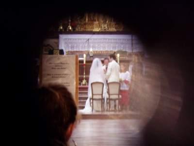 Un matrimonio visto dal buco della serratura.